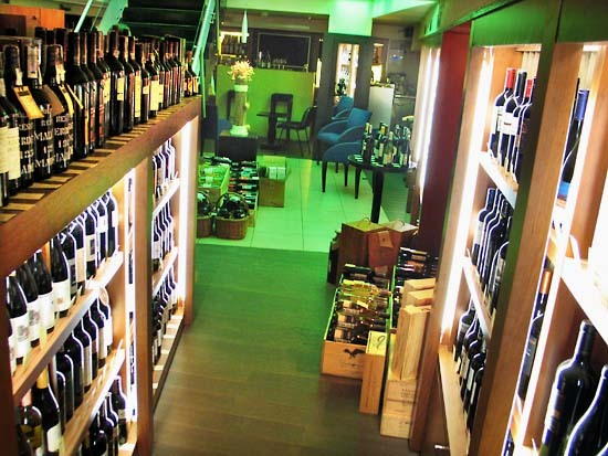 Vinoteka_wine_shelves_moscow