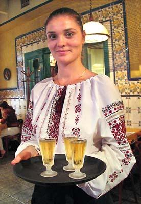 Rioumka_serveuse_vodka