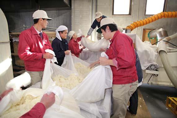 Daishichi_sake_steamed_rice2