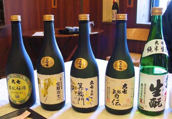 Daishichi_sake_bottles