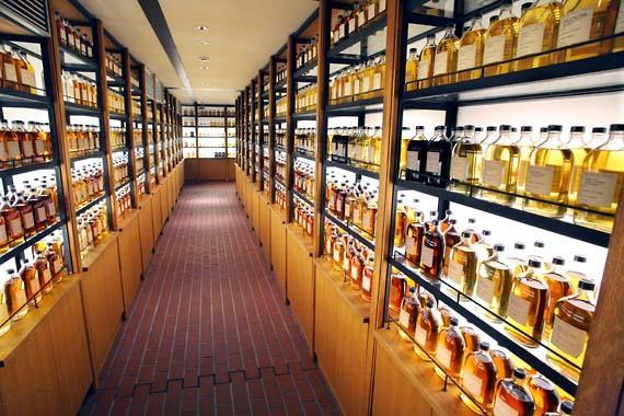 Suntory_whisky_yamazaki_library