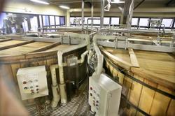 Suntory_whisky_yamazaki_vats_wood