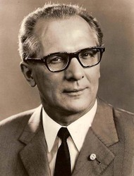 1joe_dressner_erich_honecker