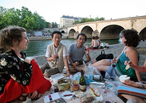 1wn19_seine_picnic_paris