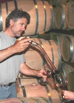 Tom_farella_pours